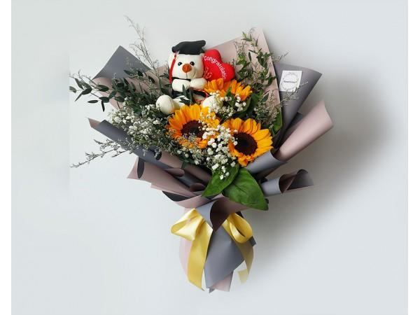 graduation flowers with bear